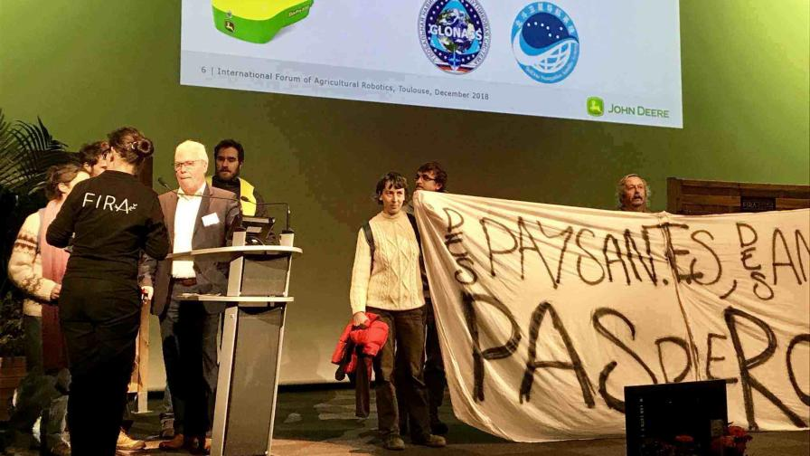 Yellow Vest Protest at Ag Robotics Conference Raises Ghosts of GMOs' Past